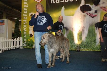 Jürgen mit Xenor vom Alpetal auf der Rassepräsentation am Freitag