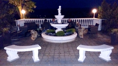 Gremlins am Hoteleingang