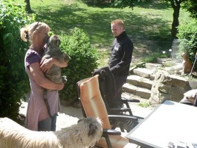Donna Juul vom Alpetal mit ihrer neuen Familie