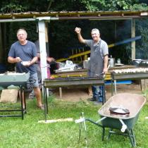 Windhundfreunde beim grillen