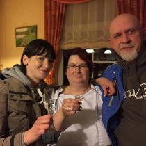 Eva, Frau Köhler-Debus und Timmy im Waldhotel